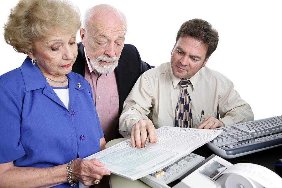 Senior with Advisor Large 900